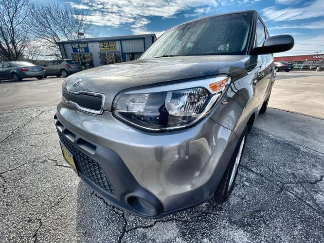 2015 GRAY KIA SOUL (KNDJN2A22F7) with an L4, 1.6L; DOHC 16V engine, located at 5605 Crowley Road, Fort Worth, TX, 76134, (817) 989-9255, 36.148457, -115.048225 - Photo #0