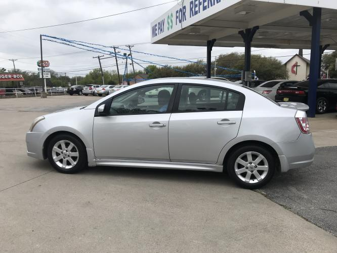 2011 SILVER NISSAN SENTRA (3N1AB6AP6BL) with an L4, 2.0L engine, located at 5605 Crowley Road, Fort Worth, TX, 76134, (817) 989-9255, 36.148457, -115.048225 - Photo #6