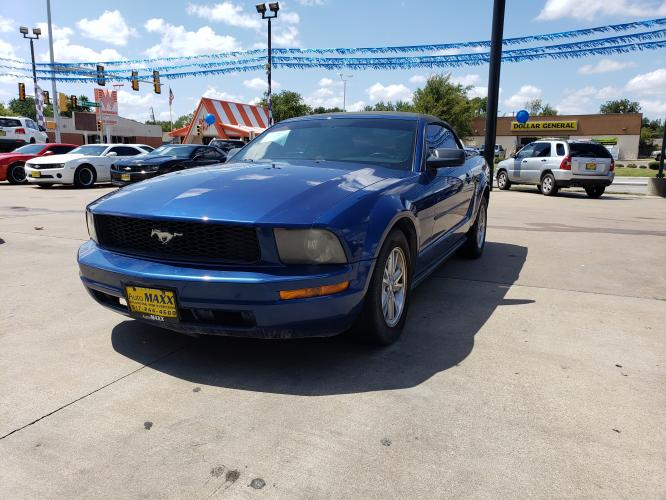 2006 BLUE FORD MUSTANG (1ZVFT84N165) with an V6, 4.0L; SOHC engine, located at 2529 Hemphill St, Fort Worth, TX, 76110, (817) 989-9261, 32.714649, -97.331169 - Photo #0