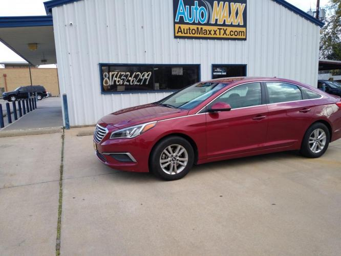2016 MAROON HYUNDAI SONATA (5NPE24AF0GH) with an L4, 2.4L engine, located at 2529 Hemphill St, Fort Worth, TX, 76110, (817) 989-9261, 32.714649, -97.331169 - Photo #0