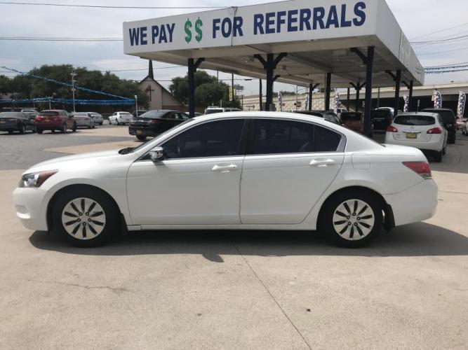 2010 WHITE HONDA ACCORD (1HGCP2F37AA) with an L4, 2.4L engine, 5 SPEED AUTOMATIC transmission, located at 5605 Crowley Road, Fort Worth, TX, 76134, (817) 989-9255, 36.148457, -115.048225 - Photo #6