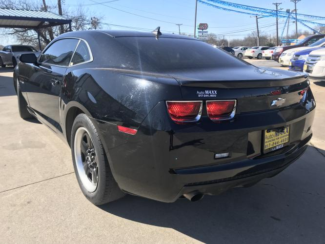 2012 BLACK CHEVROLET CAMARO (2G1FA1E3XC9) with an V6, 3.6L; FFV; DOHC engine, 6 SPEED AUTOMATIC transmission, located at 5605 Crowley Road, Fort Worth, TX, 76134, (817) 989-9255, 36.148457, -115.048225 - Photo #5