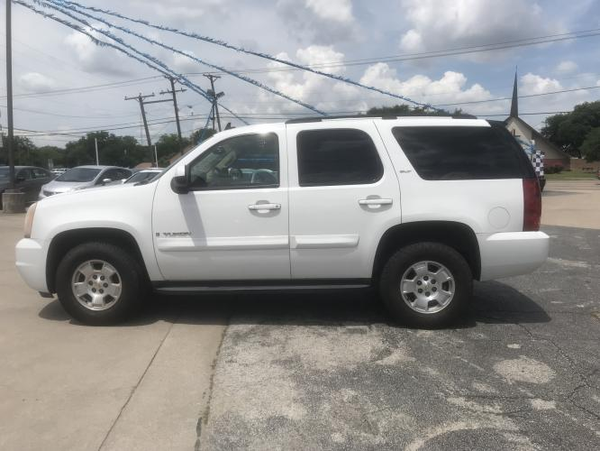 2007 WHITE GMC YUKON (1GKFC13JX7J) with an V8, 5.3L engine, located at 5605 Crowley Road, Fort Worth, TX, 76134, (817) 989-9255, 36.148457, -115.048225 - Photo #6