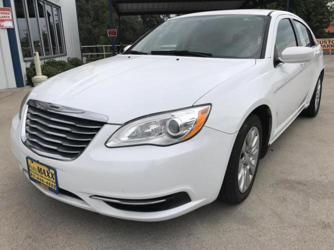 2014 WHITE CHRYSLER 200 (1C3CCBAB8EN) with an L4, 2.4L engine, located at 5605 Crowley Road, Fort Worth, TX, 76134, (817) 989-9255, 36.148457, -115.048225 - Photo #0