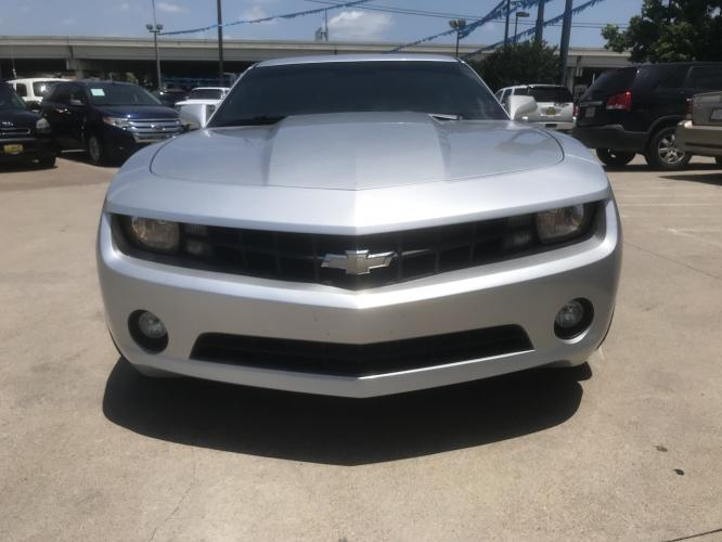 2012 SILVER CHEVROLET CAMARO (2G1FB1E33C9) with an V6, 3.6L; FFV; DOHC engine, 6 SPEED AUTOMATIC transmission, located at 5605 Crowley Road, Fort Worth, TX, 76134, (817) 989-9255, 36.148457, -115.048225 - Photo #1