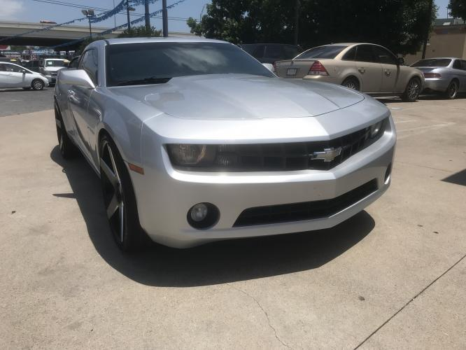 2012 SILVER CHEVROLET CAMARO (2G1FB1E33C9) with an V6, 3.6L; FFV; DOHC engine, 6 SPEED AUTOMATIC transmission, located at 5605 Crowley Road, Fort Worth, TX, 76134, (817) 989-9255, 36.148457, -115.048225 - Photo #2