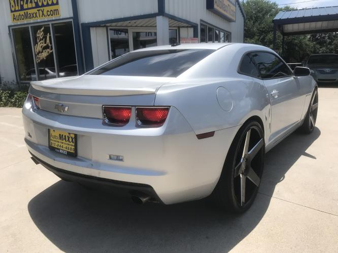 2012 SILVER CHEVROLET CAMARO (2G1FB1E33C9) with an V6, 3.6L; FFV; DOHC engine, 6 SPEED AUTOMATIC transmission, located at 5605 Crowley Road, Fort Worth, TX, 76134, (817) 989-9255, 36.148457, -115.048225 - Photo #3