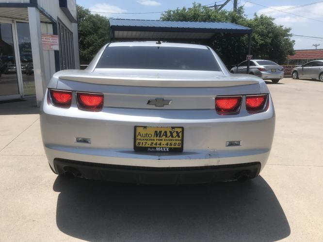 2012 SILVER CHEVROLET CAMARO (2G1FB1E33C9) with an V6, 3.6L; FFV; DOHC engine, 6 SPEED AUTOMATIC transmission, located at 5605 Crowley Road, Fort Worth, TX, 76134, (817) 989-9255, 36.148457, -115.048225 - Photo #4