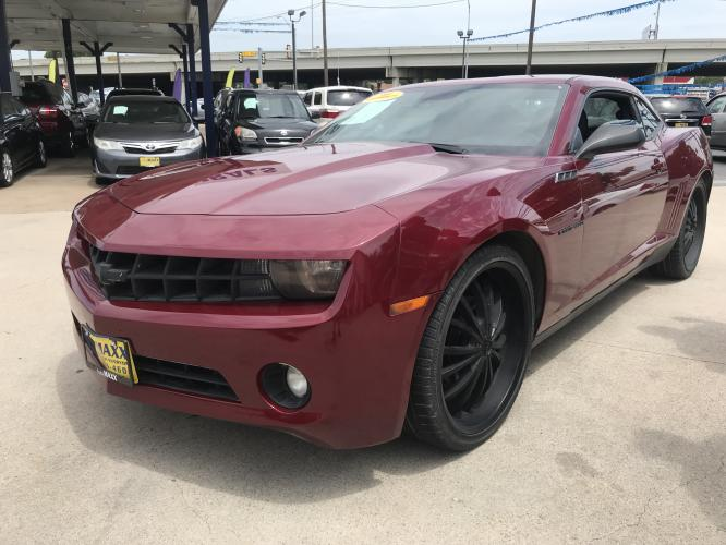 2010 RED CHEVROLET CAMARO (2G1FC1EV7A9) with an V6, 3.6L engine, 6 SPEED AUTOMATIC transmission, located at 5605 Crowley Road, Fort Worth, TX, 76134, (817) 989-9255, 36.148457, -115.048225 - Photo #0