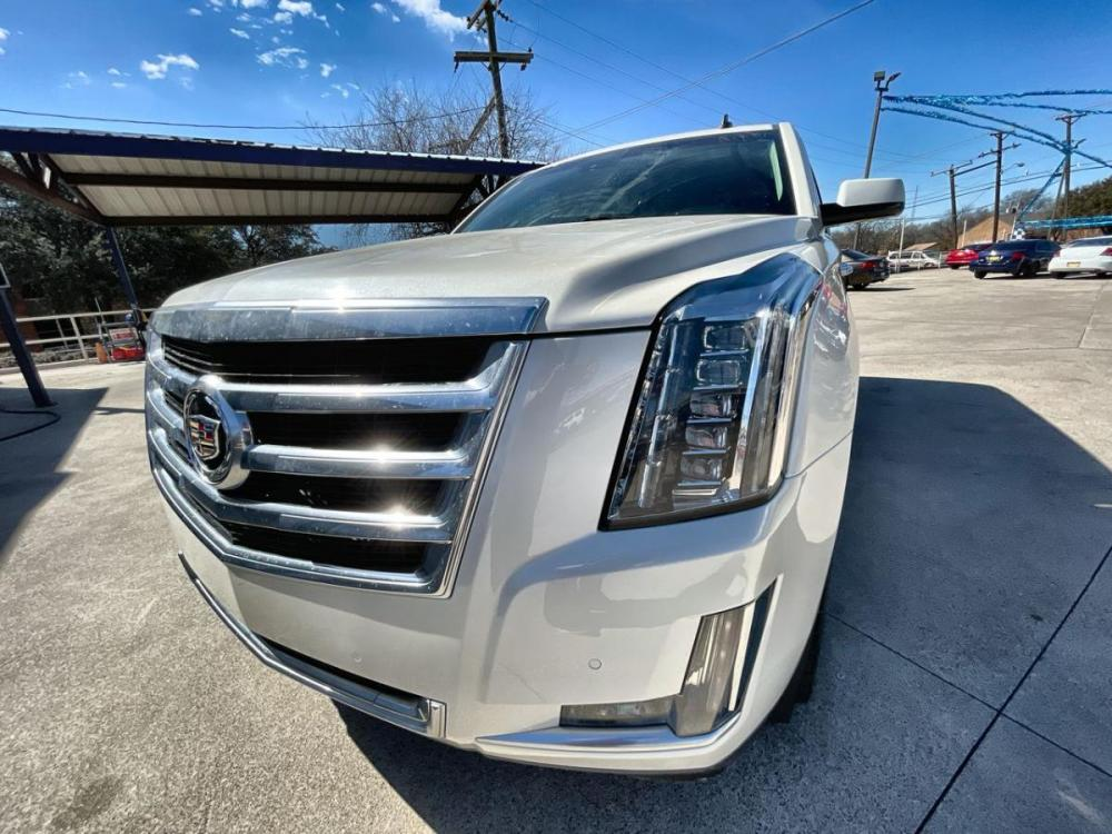 2015 WHITE CADILLAC ESCALADE (1GYS3BKJ9FR) with an V8, 6.2L; FFV; VVT engine, located at 5605 Crowley Road, Fort Worth, TX, 76134, (817) 989-9255, 36.148457, -115.048225 - Photo #0
