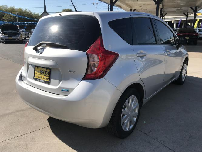 2016 SILVER NISSAN VERSA NOTE (3N1CE2CP7GL) with an L4, 1.6L engine, located at 5605 Crowley Road, Fort Worth, TX, 76134, (817) 989-9255, 36.148457, -115.048225 - Photo #3