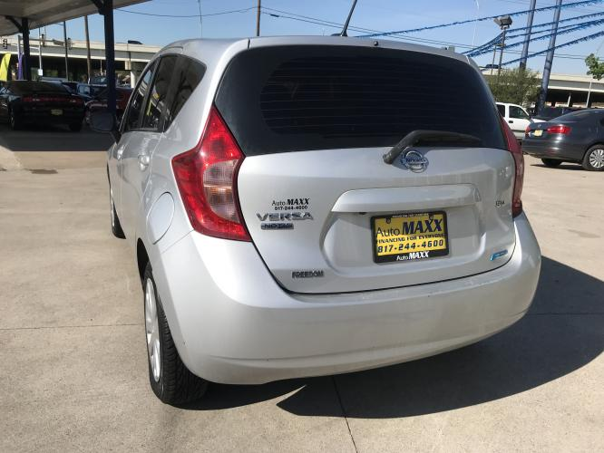 2016 SILVER NISSAN VERSA NOTE (3N1CE2CP7GL) with an L4, 1.6L engine, located at 5605 Crowley Road, Fort Worth, TX, 76134, (817) 989-9255, 36.148457, -115.048225 - Photo #5