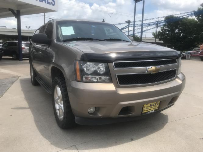 2007 TAN CHEVROLET SUBURBAN (1GNFC16067R) with an V8, 5.3L; FFV engine, located at 5605 Crowley Road, Fort Worth, TX, 76134, (817) 989-9255, 36.148457, -115.048225 - Photo #2