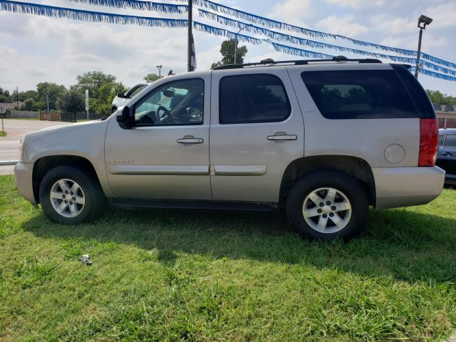 2008 SILVER GMC YUKON , located at 5605 Crowley Road, Fort Worth, TX, 76134, (817) 989-9255, 36.148457, -115.048225 - Photo #6