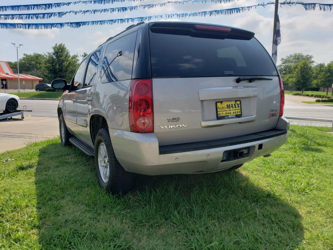 2008 SILVER GMC YUKON , located at 5605 Crowley Road, Fort Worth, TX, 76134, (817) 989-9255, 36.148457, -115.048225 - Photo #3