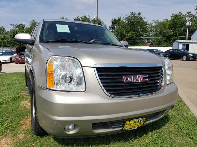 2008 SILVER GMC YUKON , located at 5605 Crowley Road, Fort Worth, TX, 76134, (817) 989-9255, 36.148457, -115.048225 - Photo #2