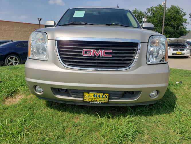 2008 SILVER GMC YUKON , located at 5605 Crowley Road, Fort Worth, TX, 76134, (817) 989-9255, 36.148457, -115.048225 - Photo #1